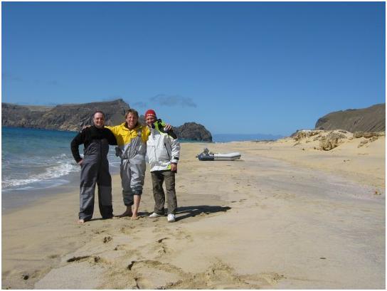 Соседи с 39-го Океаниса, трое на пляже, не считая тузика.
