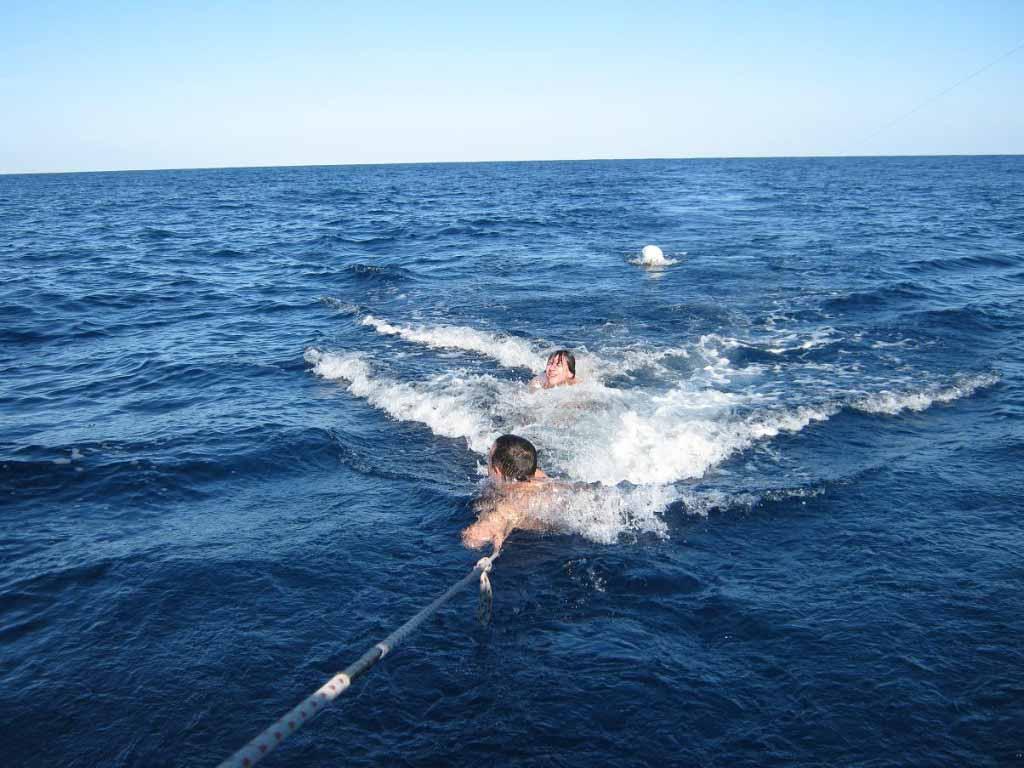 Первое купание в Средиземке, вода 19 градусов, бодрит.
