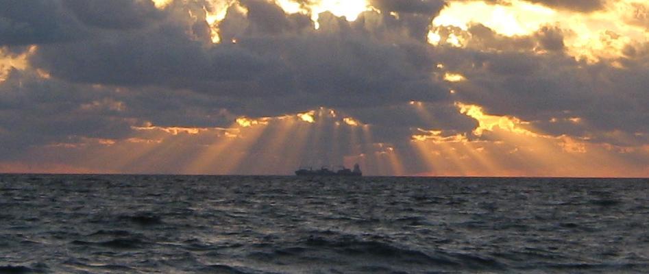 Рассвет, до Сеуты 25 миль.