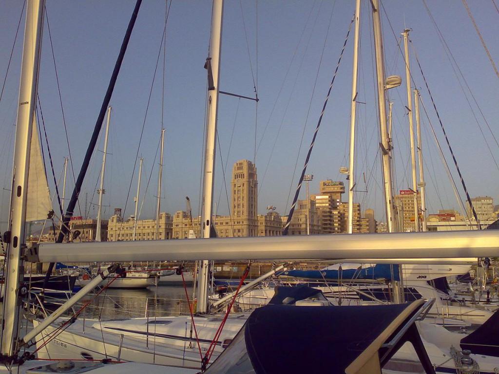 Марина в Санта Круз де Тенерифе. Башня с часами на площади Испании. Чисто вокзал.