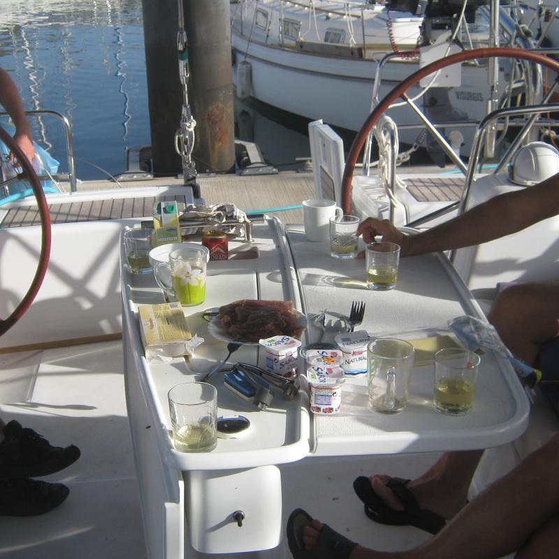 Утро, Йогурт, сухое и опять тунец.